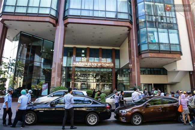Ô tô Audi của hoa hậu Thu Hoài bị niêm phong đưa về phường do lấn chiếm vỉa hè Sài Gòn - Ảnh 9.