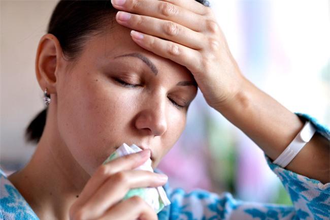 Triệu chứng này của bệnh ung thư phổi thường xuất hiện ở giai đoạn đầu nhưng rất khó nhận ra - Ảnh 4.
