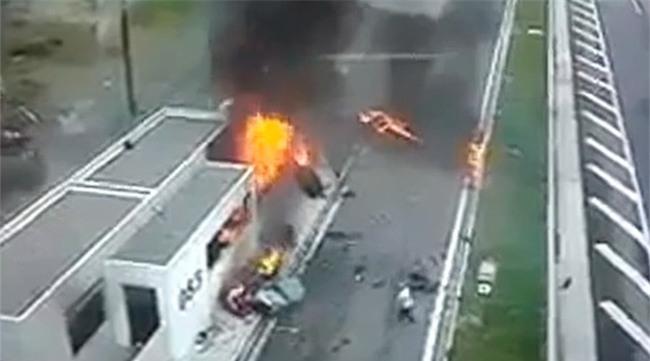 Thiếu gia triệu phú Hy Lạp lái xe Porsche gây tai nạn kinh hoàng, 4 người chết - Ảnh 2.