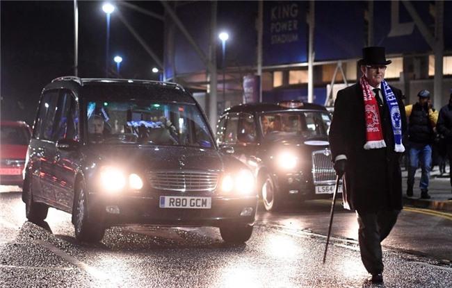 CDV Leicester lai xe tang dieu hanh quanh san hinh anh 2