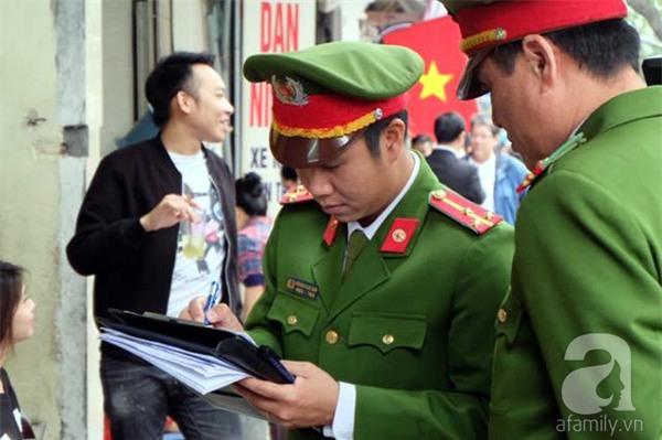 Hà Nội: 1 hộ dân bị xử phạt đến 6 triệu đồng do vứt rác tại vỉa hè - Ảnh 11.