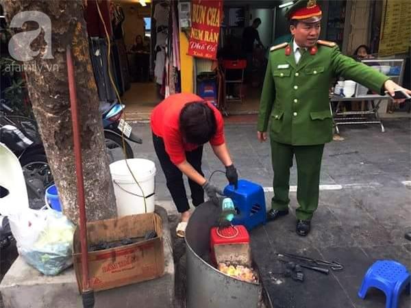 Hà Nội: 1 hộ dân bị xử phạt đến 6 triệu đồng do vứt rác tại vỉa hè - Ảnh 2.