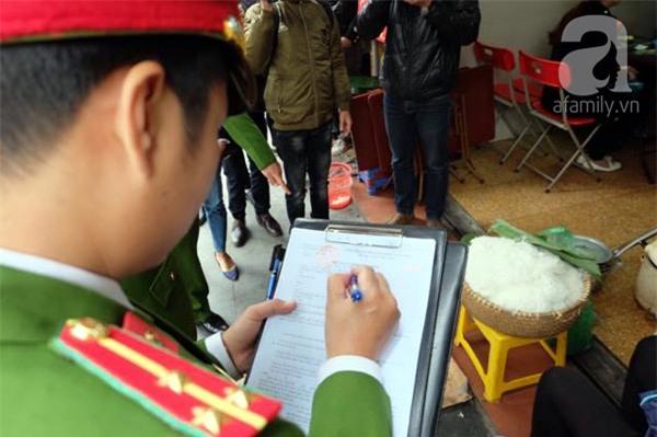 Hà Nội: 1 hộ dân bị xử phạt đến 6 triệu đồng do vứt rác tại vỉa hè - Ảnh 3.