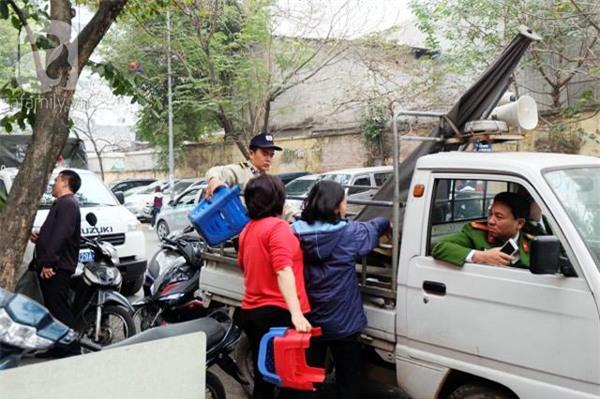 Hà Nội: 1 hộ dân bị xử phạt đến 6 triệu đồng do vứt rác tại vỉa hè - Ảnh 4.