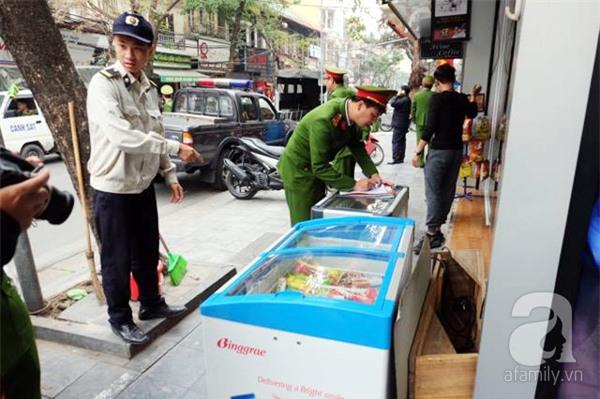 Hà Nội: 1 hộ dân bị xử phạt đến 6 triệu đồng do vứt rác tại vỉa hè - Ảnh 5.