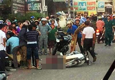 Ôtô tông chết thai phụ và con gái ở cổng trường - Ảnh 1.