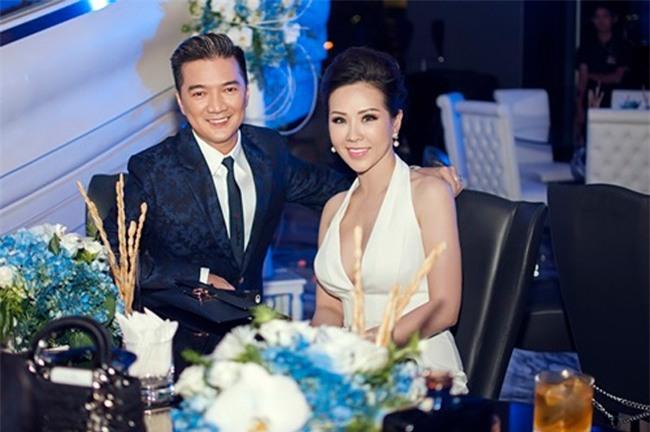 Không chỉ quen biết rộng trong showbiz, Thu Hoài còn tài trợ cho nhiều chương trình lớn như đêm nhạc của ca sĩ Đàm Vĩnh Hưng.