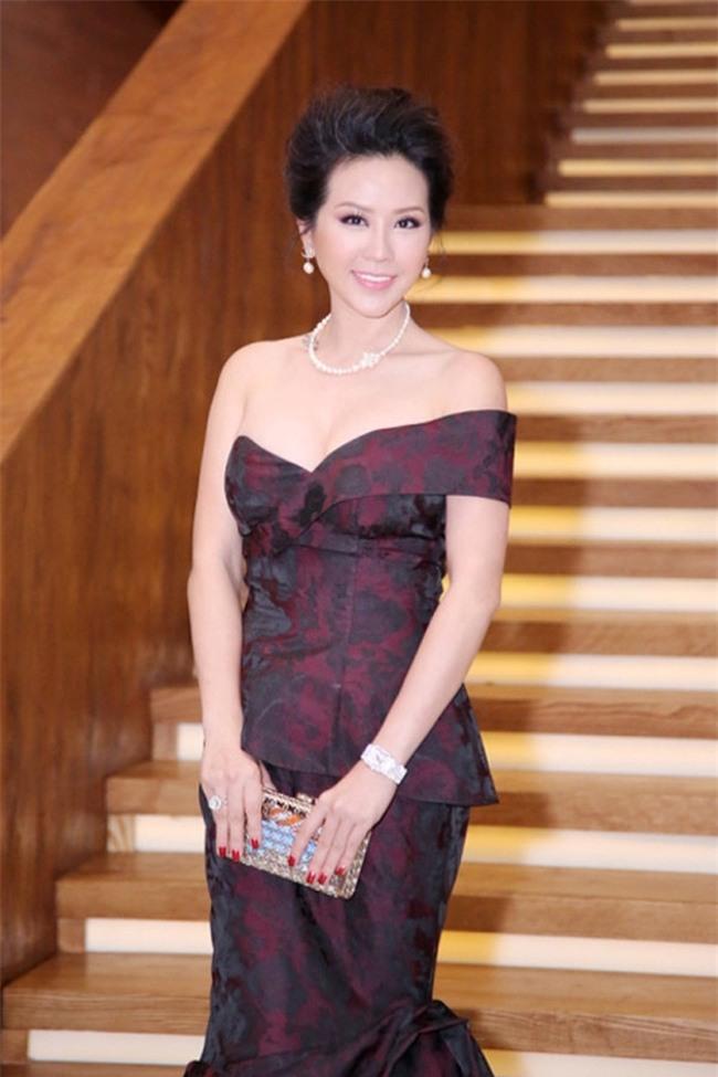 """Xuất hiện ở sự kiện, hoa hậu Quý bà khiến nhiều người """"lóa mắt"""" với chiếc đồng hồ Piaget phiên bản limited có giá hơn 7 tỷ đồng."""