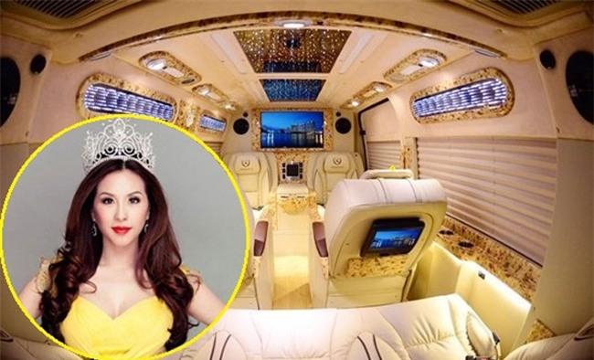 Ngoài chiếc Audi, hoa hậu Thu Hoài mới tậu thêm cho mình một chiếc Limousine.
