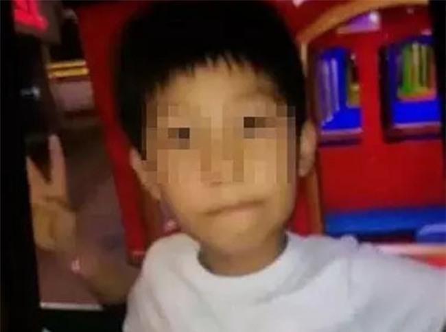 Trung Quốc: Mất tích hơn 20 tiếng đồng hồ, bé trai 10 tuổi được phát hiện chết dưới gầm giường - Ảnh 1.