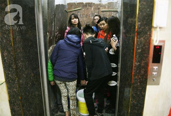 Hà Nội: Bị cắt nước 8 ngày không báo trước, cư dân chung cư khốn đốn vì không có cả nước dội bồn cầu - Ảnh 10.