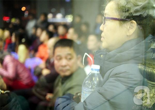Hà Nội: Bị cắt nước 8 ngày không báo trước, cư dân chung cư khốn đốn vì không có cả nước dội bồn cầu - Ảnh 14.