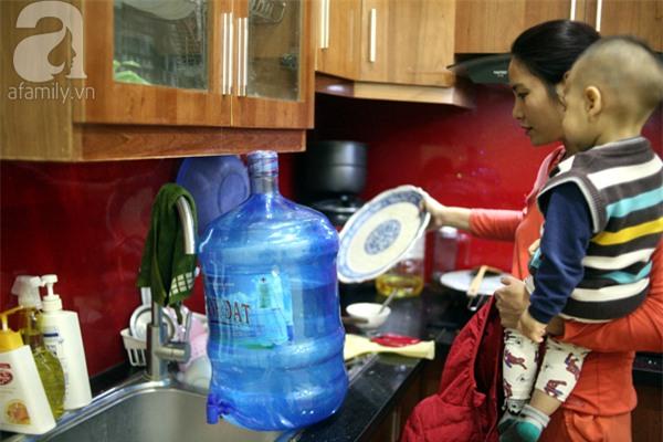 Hà Nội: Bị cắt nước 8 ngày không báo trước, cư dân chung cư khốn đốn vì không có cả nước dội bồn cầu - Ảnh 2.