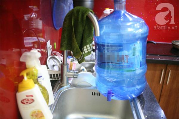 Hà Nội: Bị cắt nước 8 ngày không báo trước, cư dân chung cư khốn đốn vì không có cả nước dội bồn cầu - Ảnh 4.