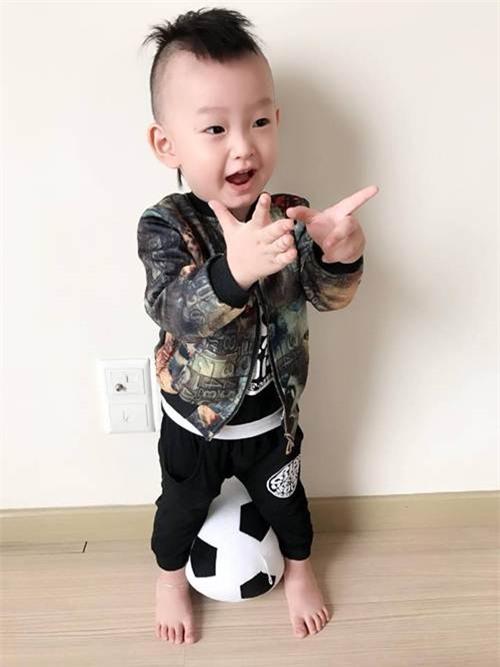 ong bo ba dao voi man cho con trai an keo dang hot nhat mang xa hoi - 11