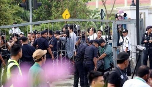 15 phut kich tinh ben ngoai toa xu nghi an Kim Jong Nam hinh anh 2