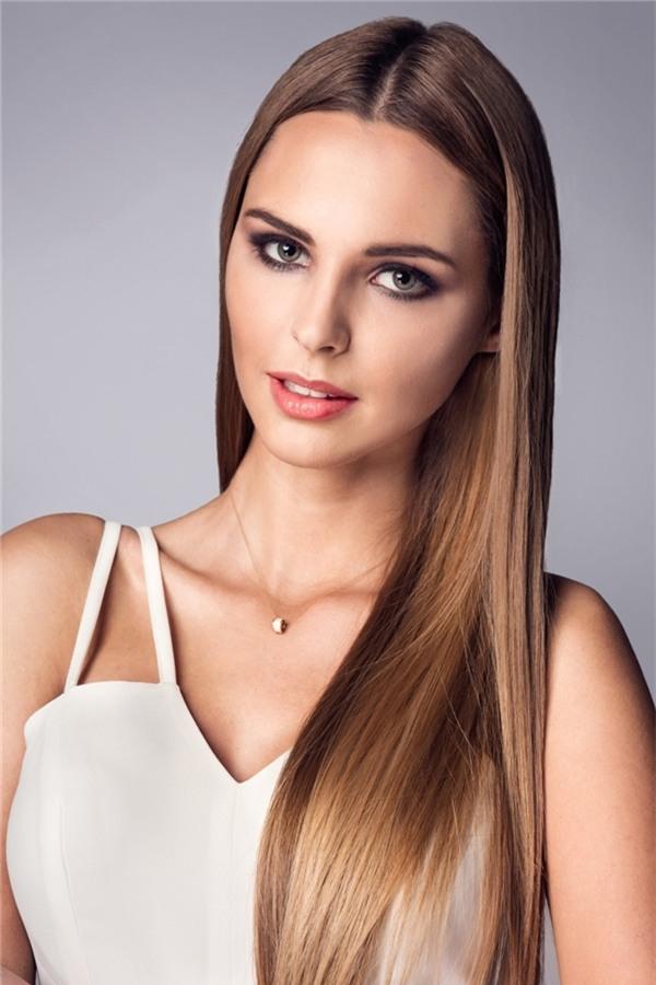 Hoa hậu Thế giới Cộng hòa Dominica 2016 Yaritza Reyes (đồng thời là Á hậu 1 Hoa hậu Thế giới 2016) và Hoa hậu Quốc tế Ba Lan 2016 Magdalena Bieńkowska cùng ở vị trí thứ bảy với số điểm là 4.100.