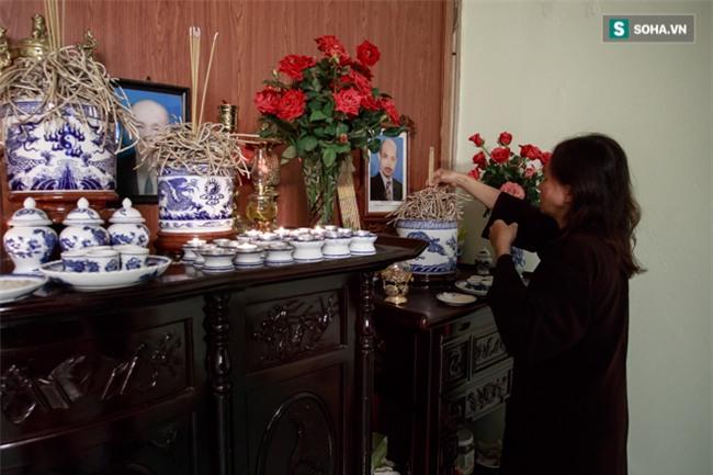 Vợ cố nghệ sĩ Hán Văn Tình bán nước ép trang trải cuộc sống - Ảnh 9.