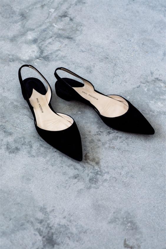 Tạm gác cao gót sang bên, đây mới là 5 mẫu giày/dép bệt bạn cần quan tâm nhất lúc này - Ảnh 10.