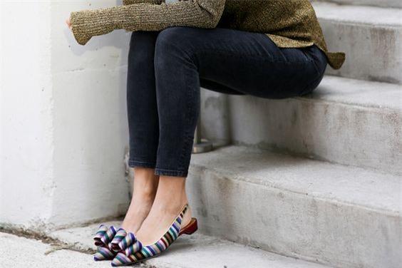 Tạm gác cao gót sang bên, đây mới là 5 mẫu giày/dép bệt bạn cần quan tâm nhất lúc này - Ảnh 14.