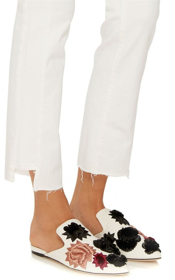 Tạm gác cao gót sang bên, đây mới là 5 mẫu giày/dép bệt bạn cần quan tâm nhất lúc này - Ảnh 2.