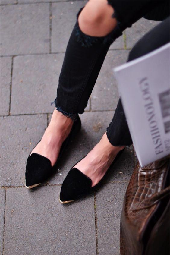 Tạm gác cao gót sang bên, đây mới là 5 mẫu giày/dép bệt bạn cần quan tâm nhất lúc này - Ảnh 20.