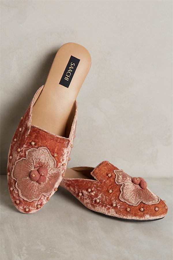 Tạm gác cao gót sang bên, đây mới là 5 mẫu giày/dép bệt bạn cần quan tâm nhất lúc này - Ảnh 3.
