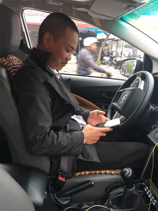 Tài xế taxi trả lại iPhone cho khách và lời bình xấu xí của dân mạng - Ảnh 1.