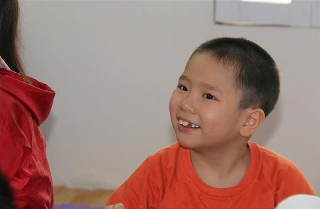 trẻ tự kỷ, trẻ khuyết tật, giáo dục đặc biệt, giáo dục mầm non, trẻ mầm non, cô giáo mầm non