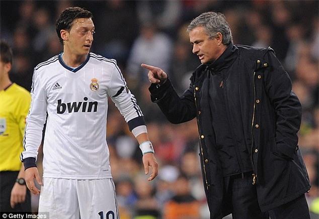 Mourinho hét vào mặt Ozil: Đồ hèn nhát - Ảnh 1.