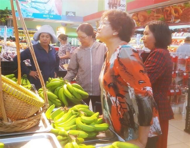 Chen nhau mua chuoi 'ban khong lai' gia 5.900 dong/kg hinh anh 2
