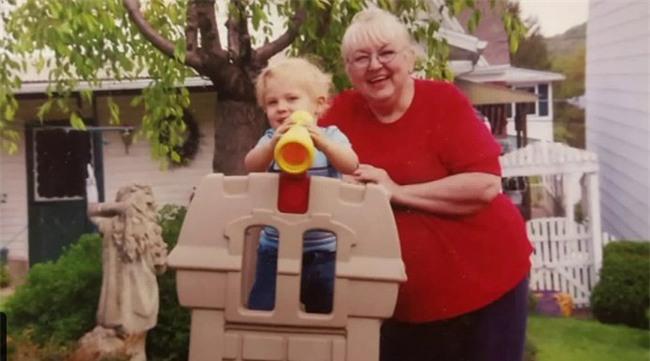 Cụ bà 71 tuổi giảm được 80kg trong một ngày vì lý do bất ngờ - Ảnh 1.