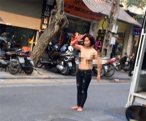 """co gai tre nghi """" ngao da"""", khoa than lam loan pho co ha noi - 1"""