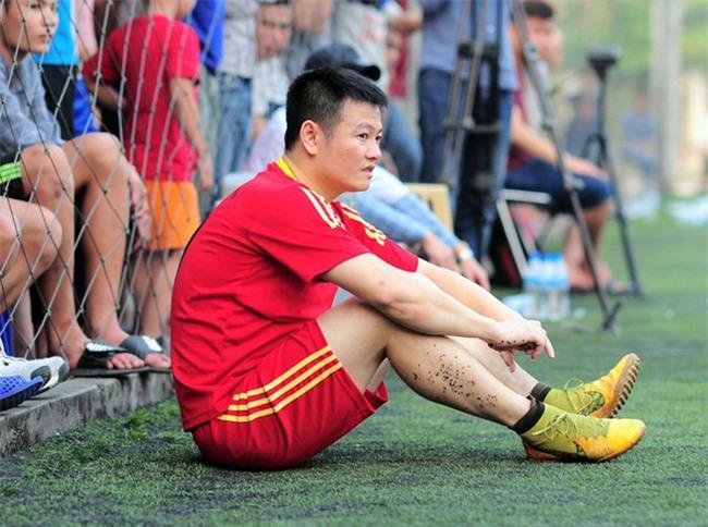 Văn Quyến đi học, ấp ủ trở thành HLV V-League - Ảnh 1.