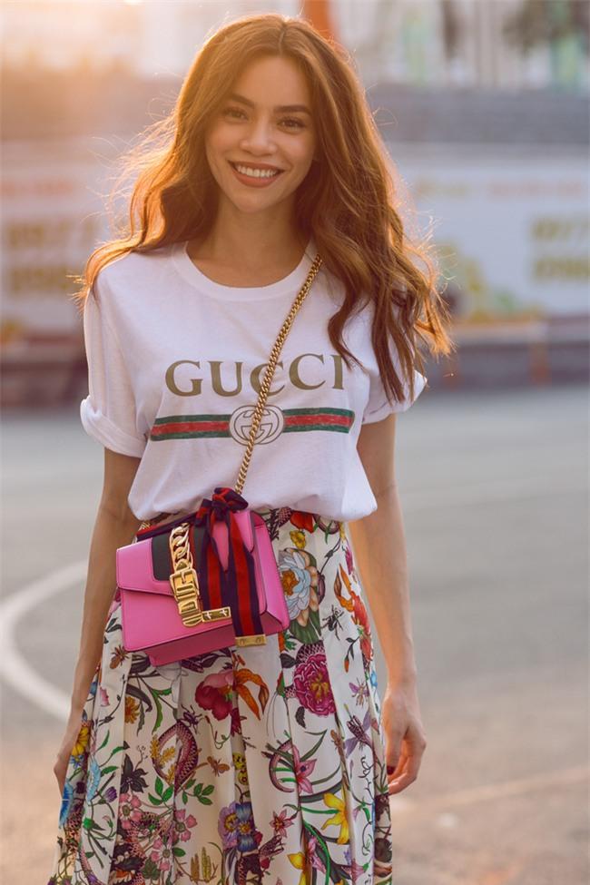 Những chiếc áo phông trị giá hơn chục triệu đồng của người đẹp Việt - Ảnh 1.