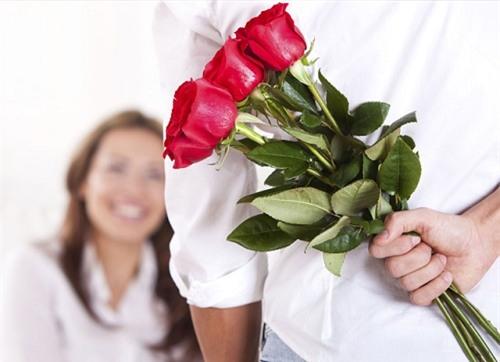 Xúc động hình ảnh ông chú lao động không có tiền mua quà 8/3 tặng vợ - Ảnh 4.