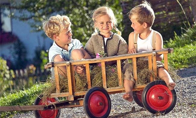 Truyền thống lạ đời của trẻ em Đức: 3 ngày xa nhà, sống ở nông trại khi mới 3 tuổi - Ảnh 2.