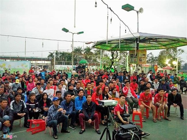 CĐV Hải Phòng vất vả xem bóng đá ngày VFF treo sân Lạch Tray - Ảnh 6.