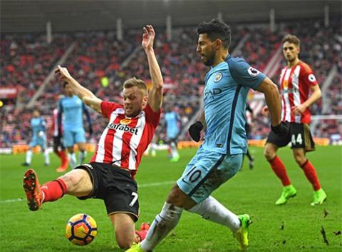 Man City gặp nhiều khó khăn trước Sunderland trong phần lớn thời gian của hiệp 1