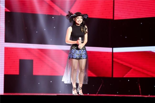 Hot girl The Voice bat khoc tren san khau khi hat tang me bi ung thu hinh anh 12