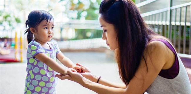 Bận đến mấy bố mẹ cũng cần buông điện thoại để quan tâm đến con trong 7 khoảnh khắc quan trọng mỗi ngày - Ảnh 1.