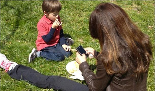 Bận đến mấy bố mẹ cũng cần buông điện thoại để quan tâm đến con trong 7 khoảnh khắc quan trọng mỗi ngày - Ảnh 3.