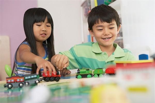 Bận đến mấy bố mẹ cũng cần buông điện thoại để quan tâm đến con trong 7 khoảnh khắc quan trọng mỗi ngày - Ảnh 4.