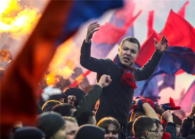 Bao luc bung phat o tran CSKA Moscow gap Zenit hinh anh 5