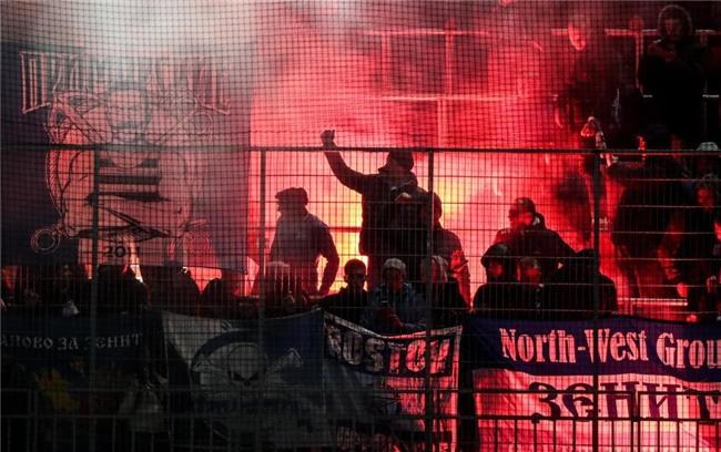Bao luc bung phat o tran CSKA Moscow gap Zenit hinh anh 8