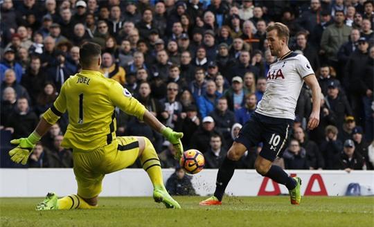 Kane suýt lập hat-trick