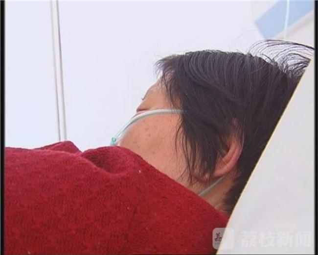 Bà mẹ U70 bị con trai ruột đánh gãy 11 chiếc xương sườn, thủng màng nhĩ tai trái - Ảnh 1.