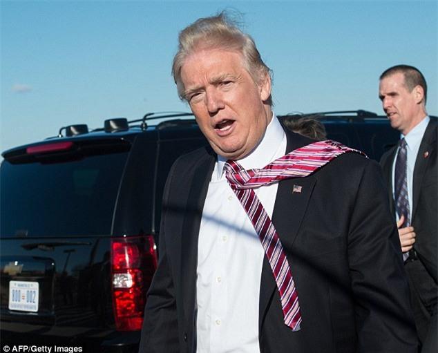 Cà vạt của Tổng thống Donald Trump luôn được cố định gọn gàng và đây là lý do tại sao - Ảnh 3.