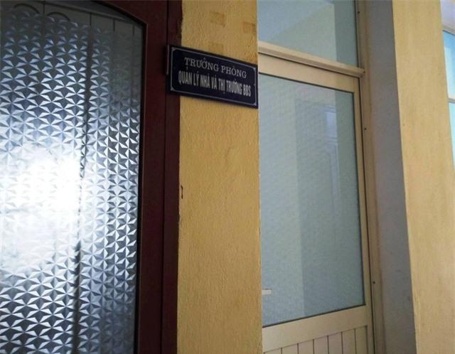 Phòng làm việc của bà Quỳnh Anh cửa đóng then cài