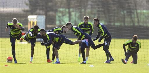 Bài tập khởi động của các cầu thủ Arsenal